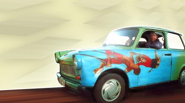 Ein mit Kunstturnern verzierter Trabant 601s