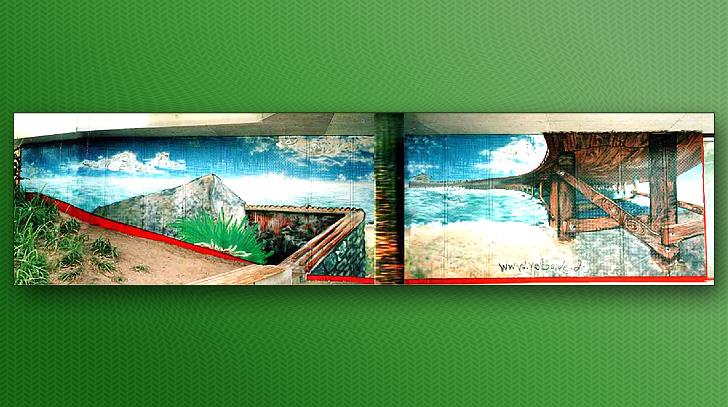 """Mit maritimen Motiv gestaltete Seitenfläsche im Eingangsbereich der Schwimmhalle """" Grünauer Welle"""""""